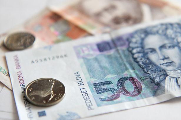 Croats Spending Less