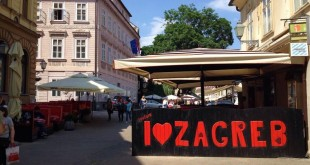 First mass kissing event in Zagreb