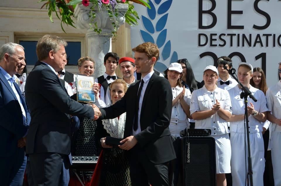 Lejeune presenting the award in Zadar (photo: European Best Destinations)