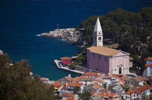 Towns_and_Islands-Veli_Losinj_town_center