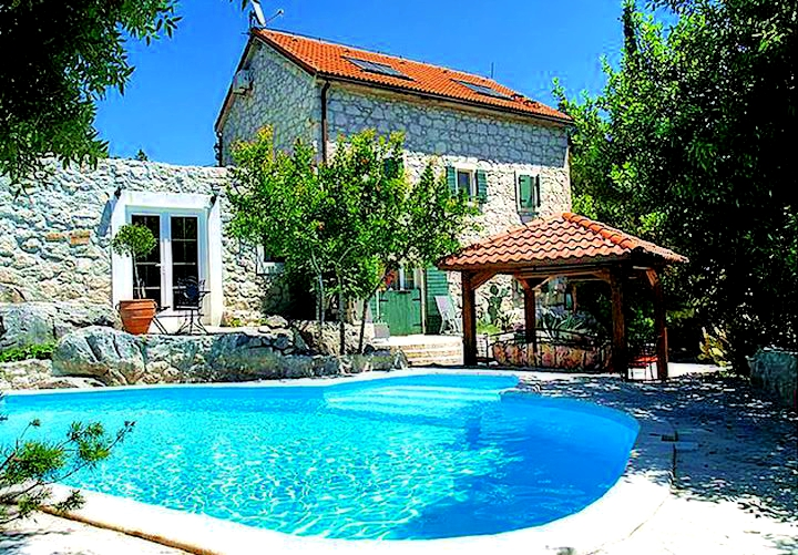 Podčempres – Stunning 19th Century Dalmatian Stone House Village Serenity