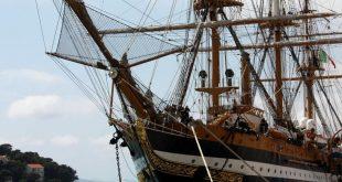 Dubrovnik, 26.5.2016 - ''Najljepši brod na svijetu'', talijanski školski brod ''Amerigo Vespucci'' uplovio je u èetvrtak u dubrovaèku luku Gruž. Nakon dugog razdoblja mirovanja radi važnih radova na osuvremenjivanju, u Dubrovnik je uplovio u sedmoj etape svoje pomorske misije u èast 85. godišnjice. Rijeè je o povijesno najznaèajnijem brodu talijanske Ratne Mornarice koji æe u hrvatskoj luci ostati do 29. svibnja.foto HINA/ Nikša MILETIÆ/ ua