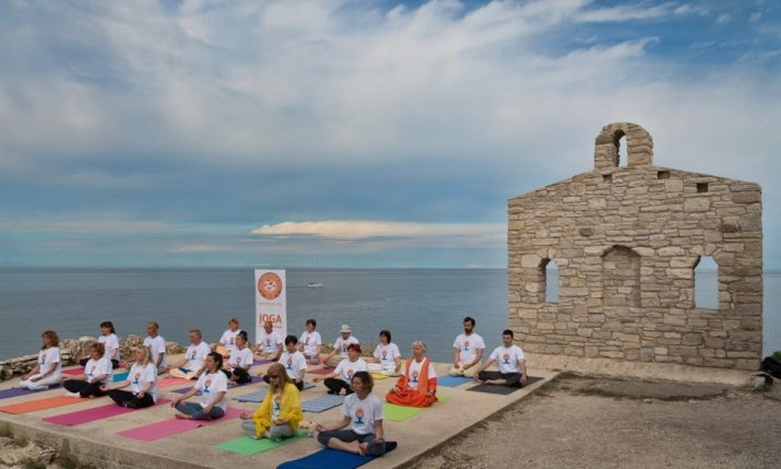 Yoga on the Beach & in Parks Free Summer Series Starts