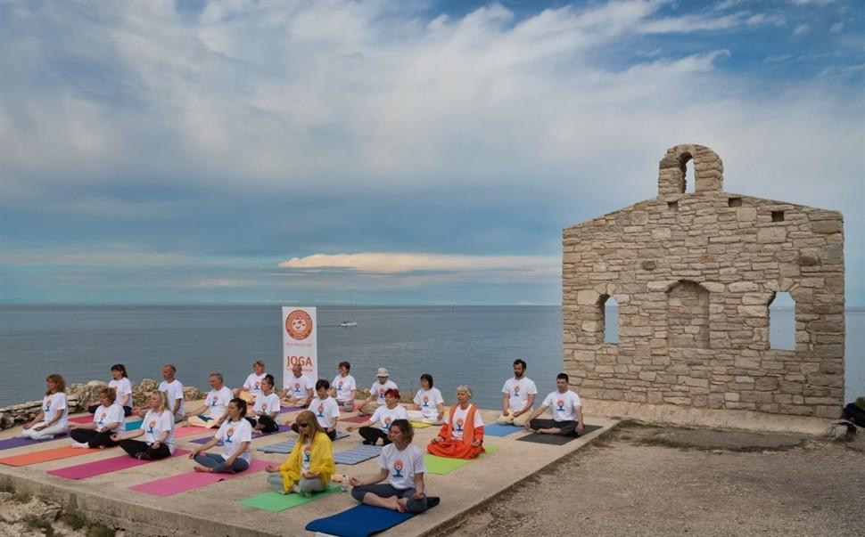 Yoga summer series starts (photo PR)