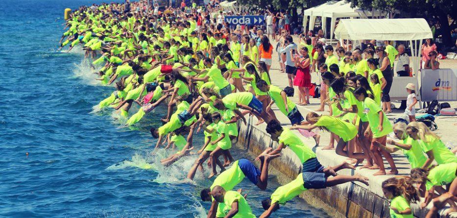 [VIDEO] Record Number Take Part in 2016 Millennium Jump in Zadar