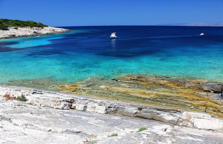 Crystal clear blue sea - Proizd (photo credit: proizd.net)