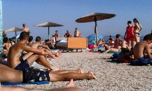 Bed on the beach in Zadar turned a few heads (photo credit: Dnevna doza prosječnog Dalmatinca)