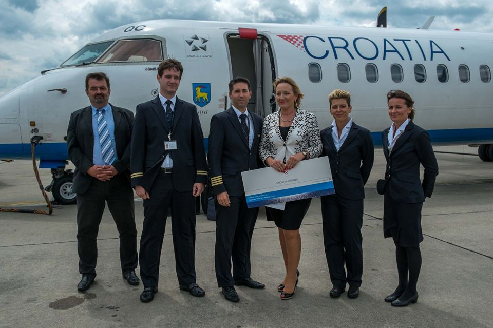 Suzana congratulated by airport and airline staff (photo: Croatia Airlines)