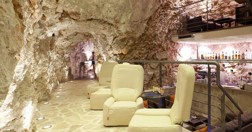 [PHOTOS] Dubrovnik's Unique Bar in a Cave