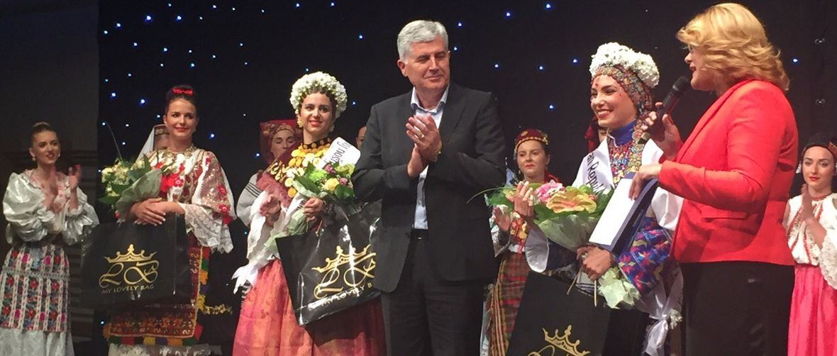 Dragan Čović presents Cindy Šoštarić at last night's pageant   (photo credit: BiH predsjedništvo)