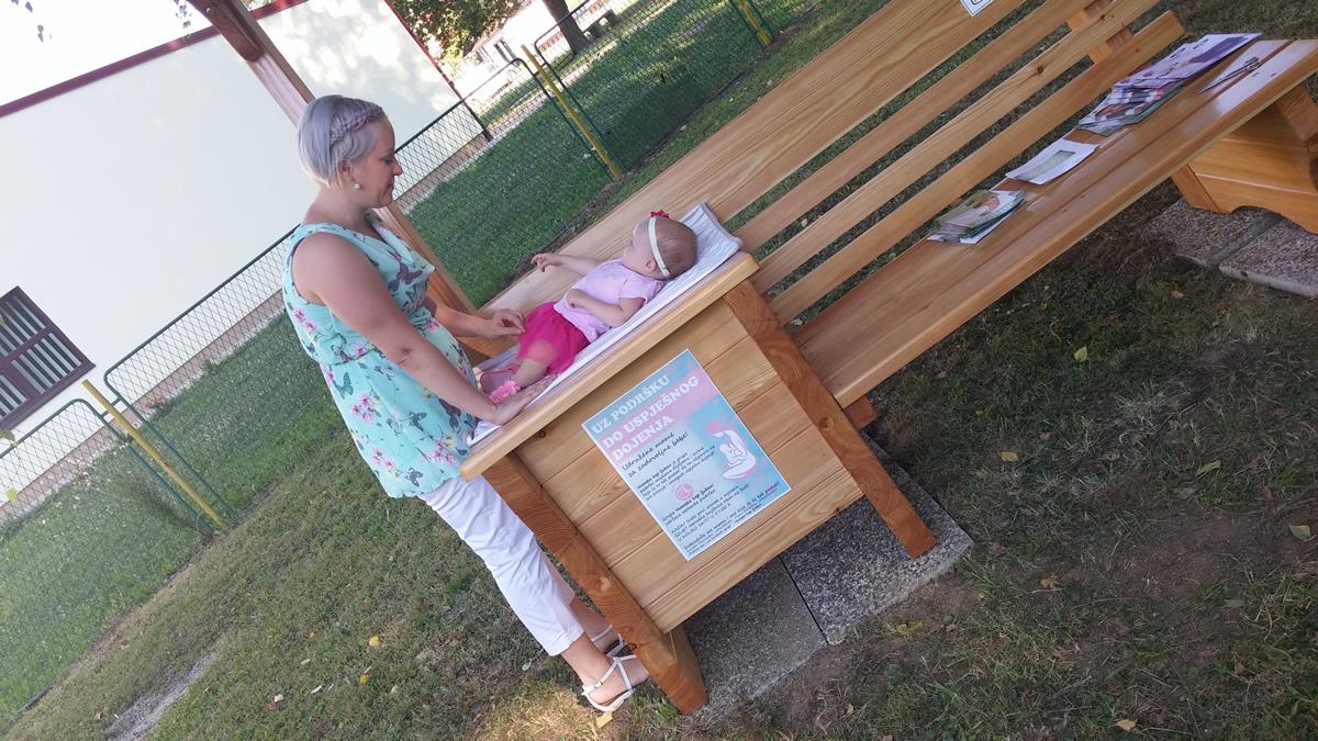 First breastfeeding bench in Croatia (photo credit: Croatian Breastfeeding Support Group - HUGPD)