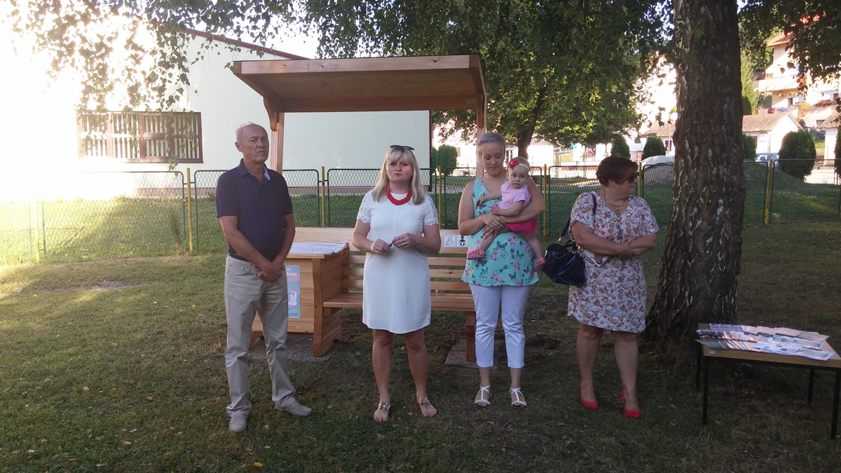 At the opening of the bench in Hum na Sutli (photo credit: Croatian Breastfeeding Support Group - HUGPD)