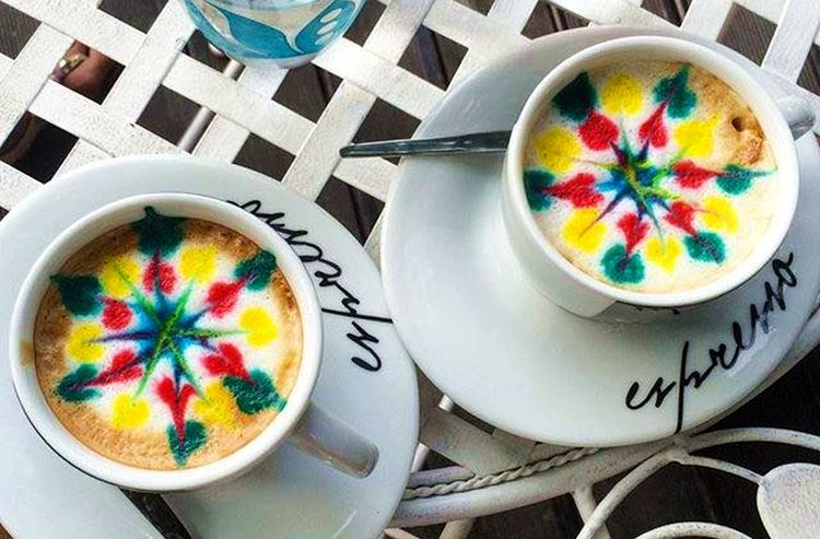 [PHOTO] Zagreb Cafe Offering Multicoloured Coffee