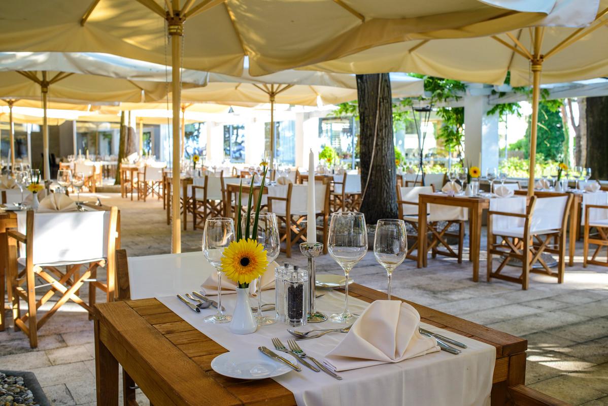 Restaurant terrace (photo credit: Hotel Adriana)