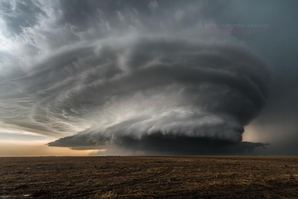 Supercell in Kansas Location/Date: Leoti, Kansas, USA - May 2016 Photographer: Valentina Abinanti
