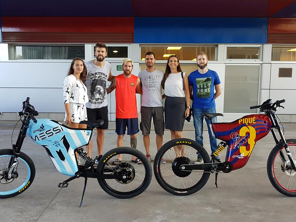 Gerard Piqué, Lionel Messi and Chelsea's Cesc Fàbregas with their Croatian electric bikes (photo credit: Greyp)