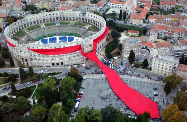 World's longest neck tie in Pula