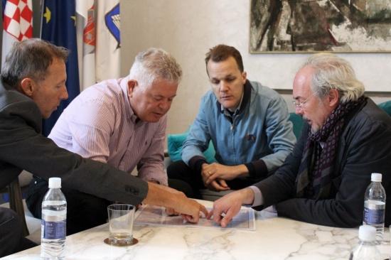 Otto Bathurst and E. Bennett Walsh with Dubrovnik mayor Andro Vlahušić (photo credit: Dubrovnik.hr)