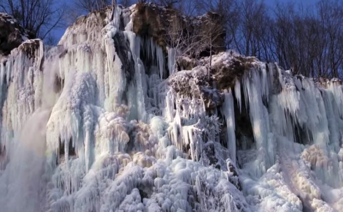 [VIDEO] Magical Plitvice Waterfalls Frozen Over