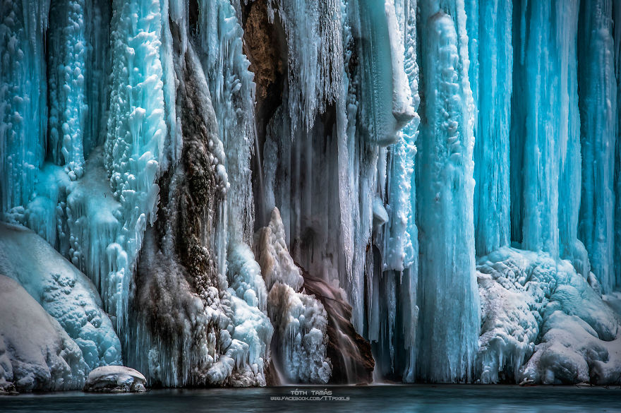 [PHOTOS] Amazing Frozen Plitvice Lakes as Never Seen Before