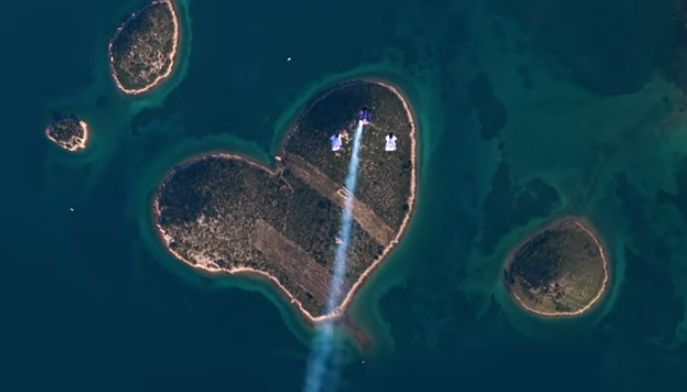 [VIDEO] Amazing Wingsuit Skydive Over Croatia's 'Lover's Island'
