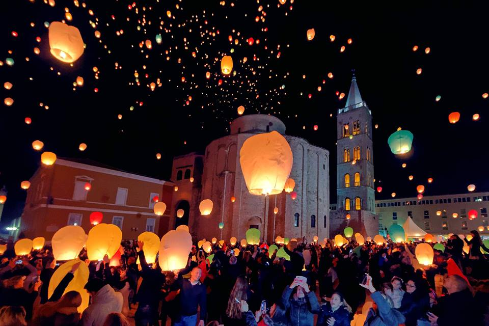 [PHOTOS] Love Lights Up Sky Above Zadar