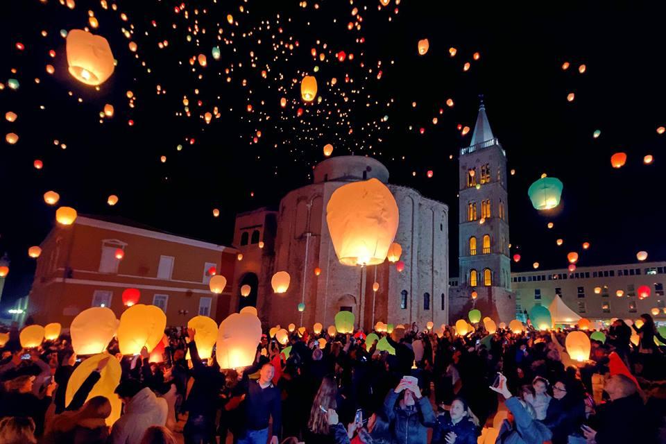 [PHOTOS] Love Lights Up Sky Above Zadar