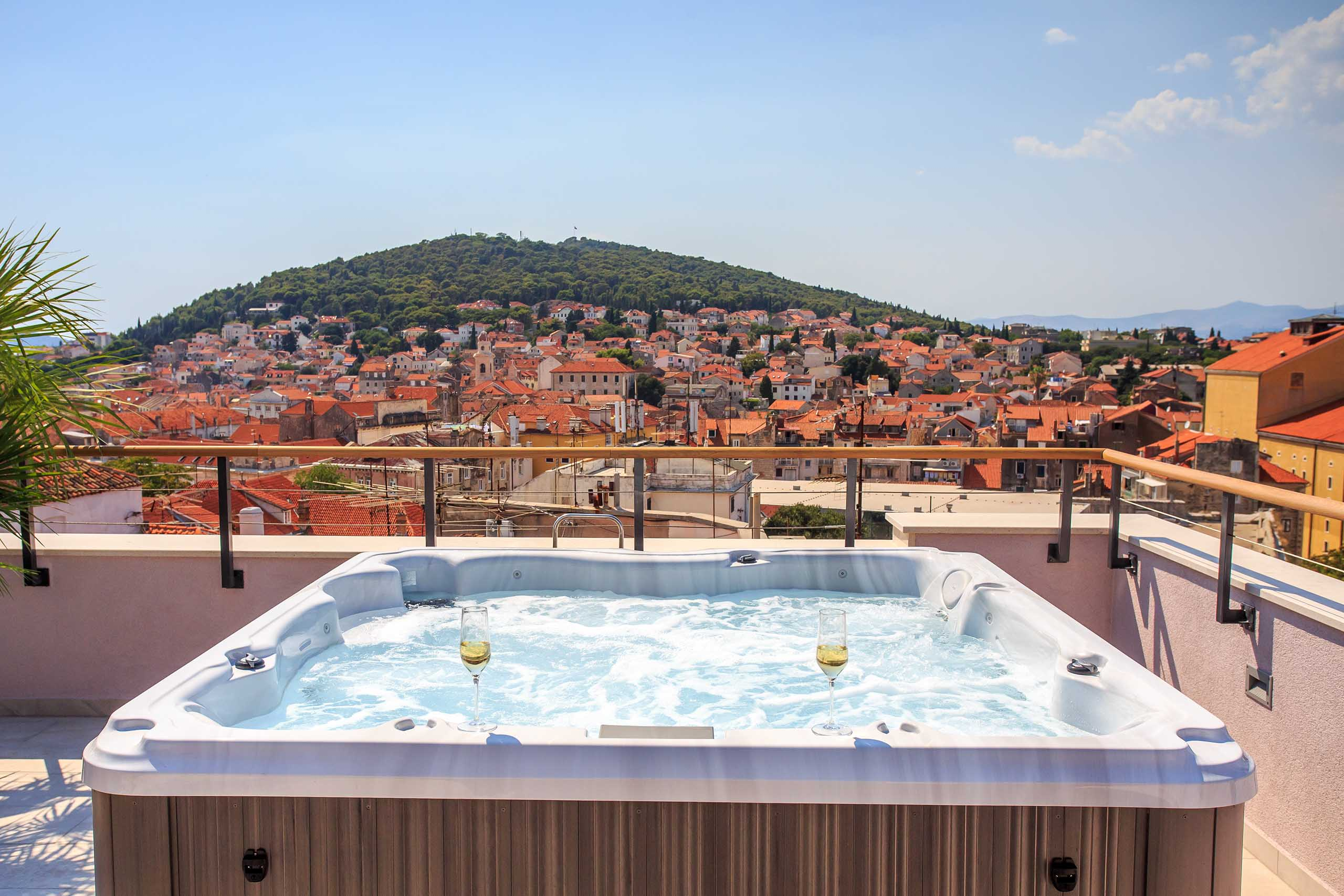 [PHOTOS] Newly Renovated Luxury Hotel Cornaro in Split