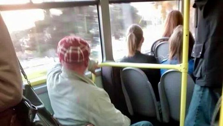 [PHOTO] Innovative Bus Passenger in Croatia Goes Viral