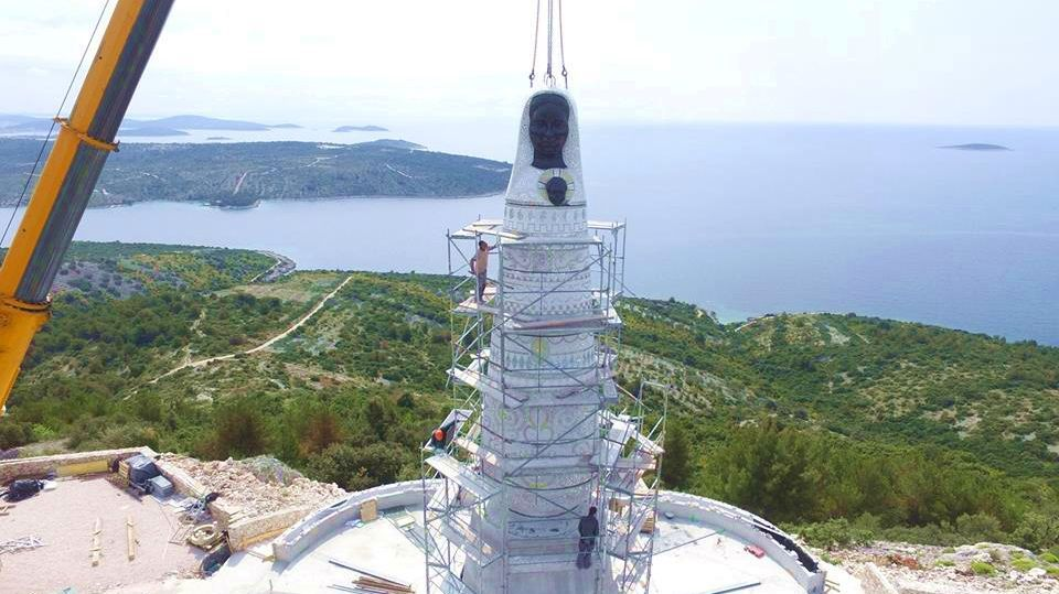 [VIDEO] Giant Statue of Our Lady of Loreto Goes Up in Primošten