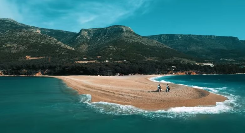 [VIDEO] 2CELLOS Latest Hit – 'Chariots of Fire' on Zlatni Rat in Bol