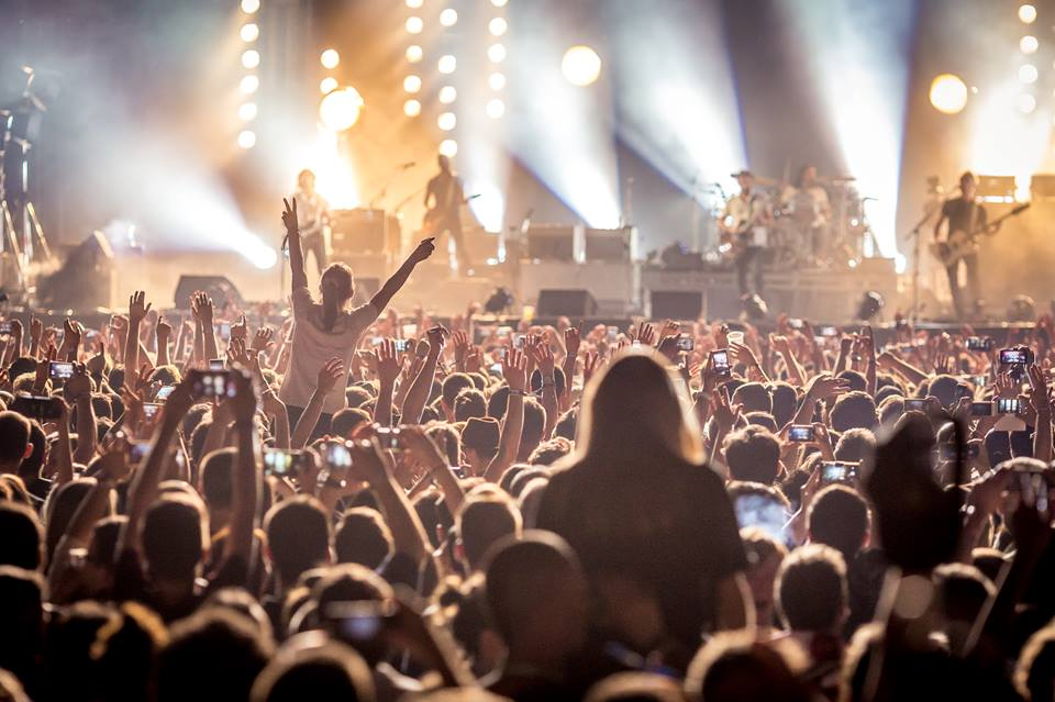 [VIDEO] Kings of Leon Thrill 30,000 Fans in Zagreb
