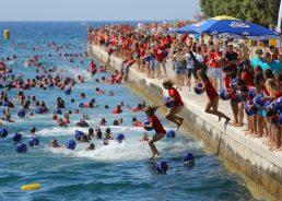 [PHOTOS] 3,000 People Take Part in Millennium Jump in Zadar