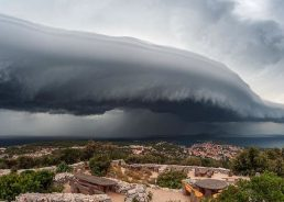 Photographer Captures Powerful Shelf Cloud Over Lošinj Island