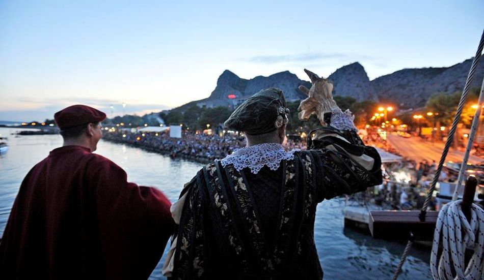[PHOTOS] Omiš Pirate Battle Attracts Big Crowd