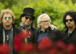 Toto to Play Croatia on World Tour