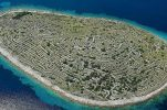 [VIDEO] Bird's-Eye View of Impressive Baljenac Island