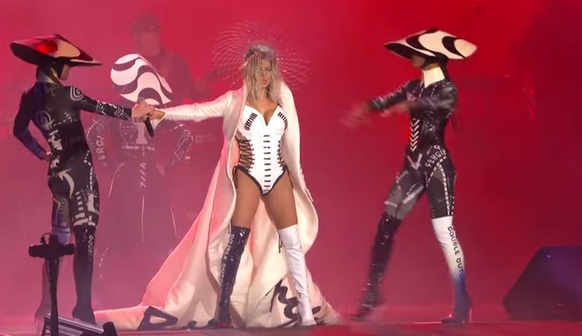 Black Eyed Peas Singer Fergie Steals the Show in Her Croatian-Made & Designed Outfit