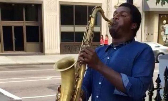 [VIDEO] New York Street Performer Plays Croatian Anthem on his Saxophone