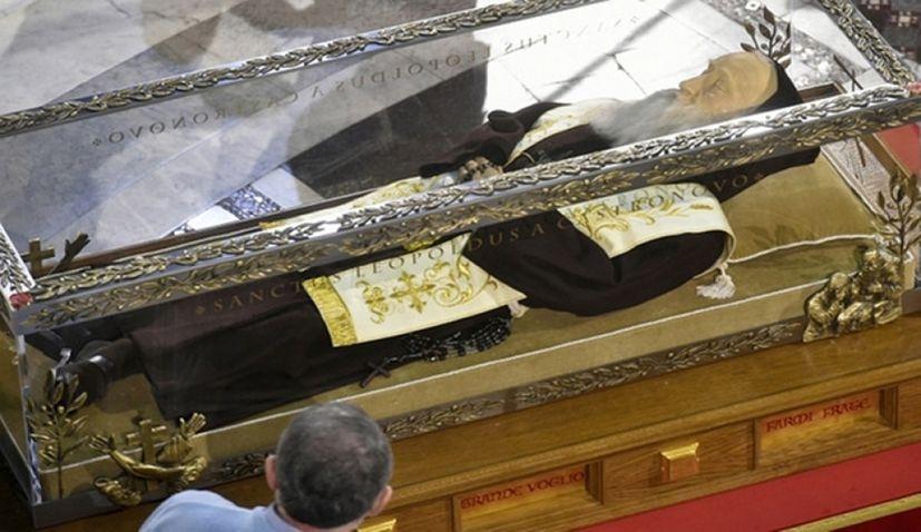 Body of Croatian Saint Leopold Mandić Arrives in Croatia for Second Time