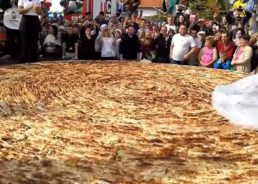 [VIDEO] World's Biggest Burek & Largest Ever Ćevapi Portion Prepared in Tuzla