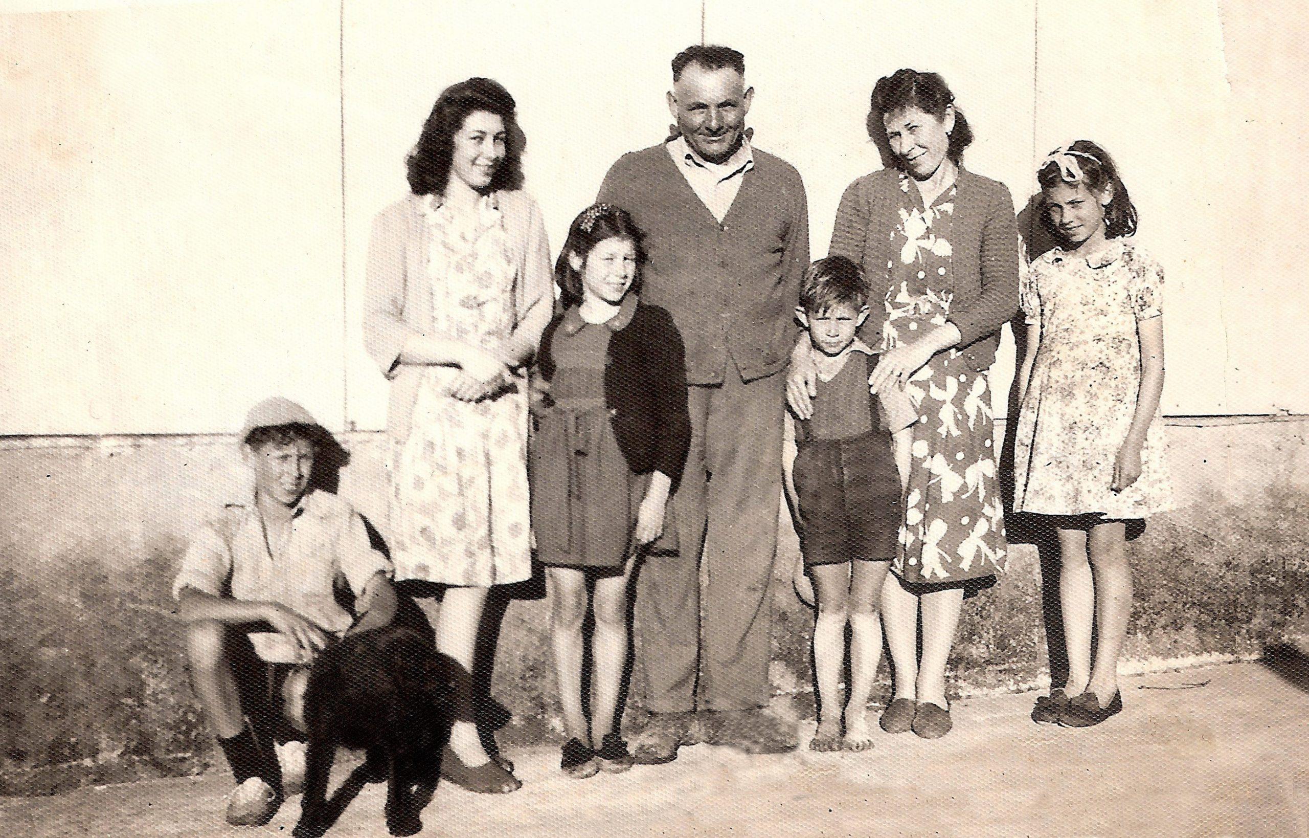 7.-Joes-Family1946-2.jpg