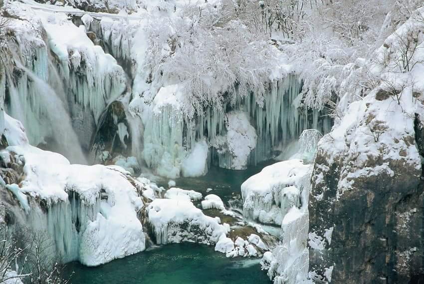 Video Breathtaking 4k Footage Of Frozen Plitvice Lakes