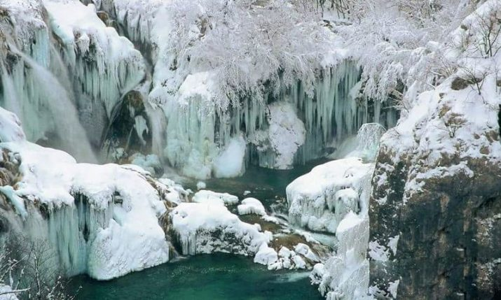VIDEO: Breathtaking 4K Footage of Frozen Plitvice Lakes