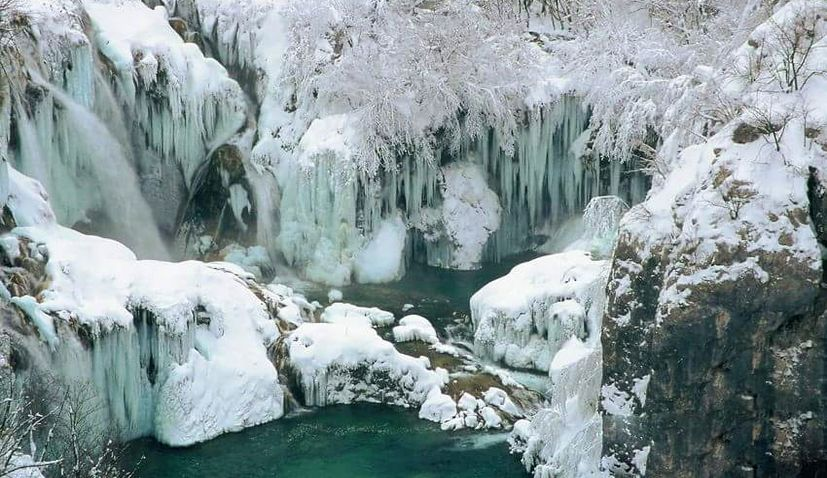 VIDEO: Breathtaking 4K Footage of Frozen Plitvice Lakes
