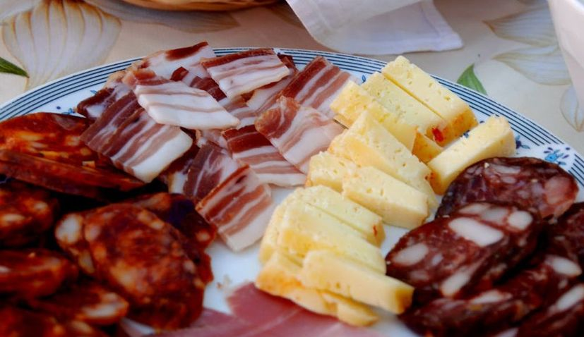 What is a traditional Croatian breakfast?