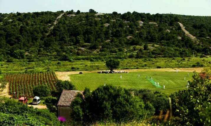 International Cricket Sixes Event Starts on the Island of Vis