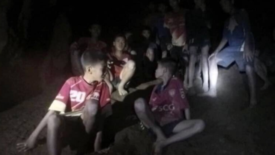 Boys trapped in a Thai cave