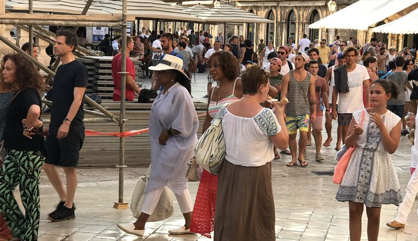 PHOTOS: Relaxed Oprah Winfrey Takes in the Sights Around Dubrovnik