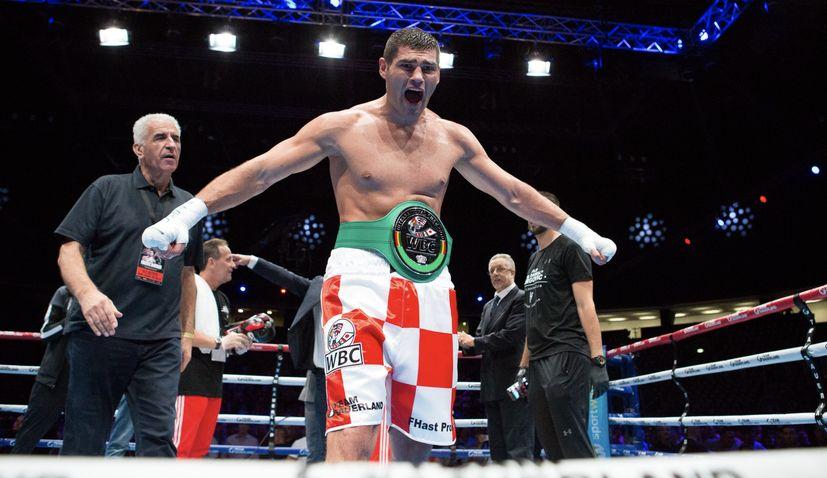 Filip Hrgovic KOs Eric Molina to retain WBC title in Saudi Arabia